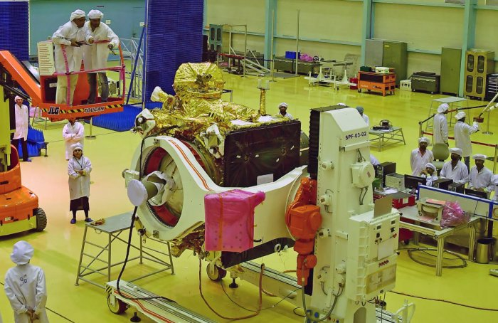 A file photo of Isro personnel busy in undertaking the final stage of checking of the orbiter and lander of Chandrayaan-2 at the Isro satelite integration and testing establishment in Bengaluru. (DH photo)
