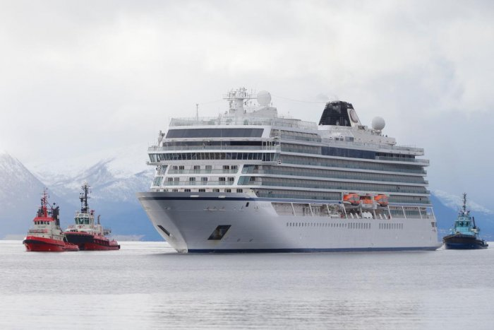 Modern liners resemble floating, futuristic cities capable of carrying thousands of passengers, where robot bartenders serve drinks and passengers can enjoy hi-tech entertainment. (AFP File Photo)