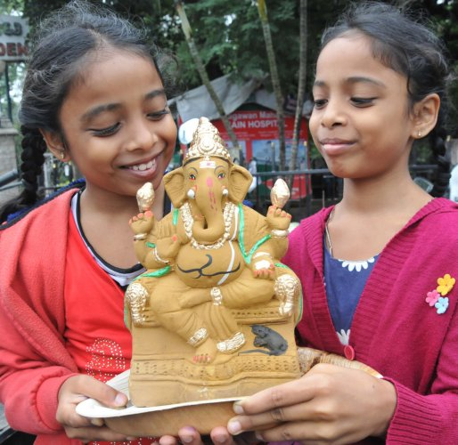Mayor Gangambike Mallikarjun asked students to educate people about opting for eco-friendly idols. DH file photo
