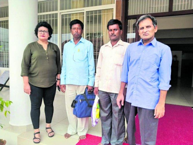 Basavaraju along with his family members and Corrine Rasquinha.