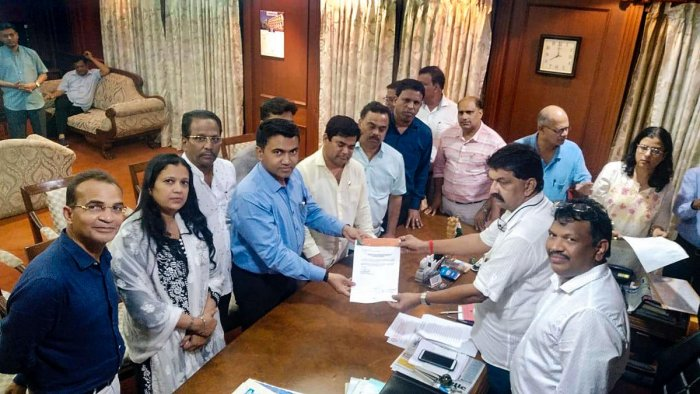 Rajesh Patnekar (R), receives the letter of merger from 10 Congress MLAs who joined the BJP in Goa. PTI file photo