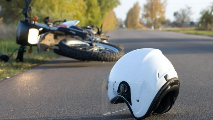 A 25-year-old man died on the spot after his bike collided with a tipper lorry near Hennur main road on Friday.