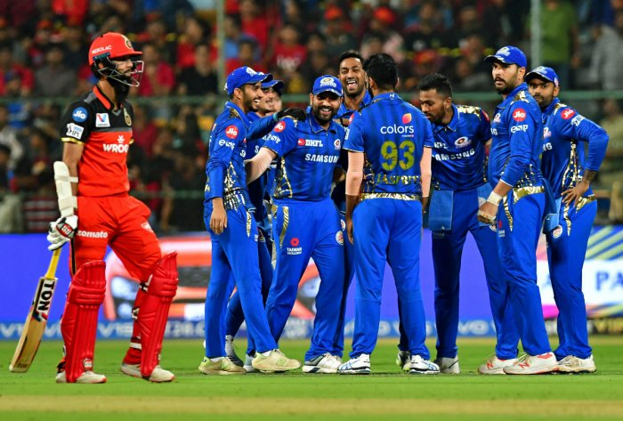 Mumbai Indians celebrate the fall of RCB's Moeen Ali.