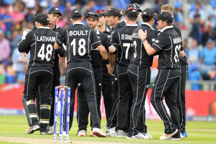 The Black Caps' surprise runs to the Cricket World Cup final has created a dilemma for fans in New Zealand after sports bars across the country failed to anticipate their team's success. (AFP Photo)