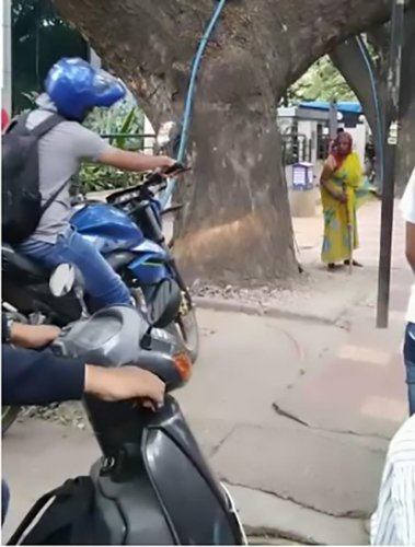 A screenshot of the old woman confronting a motorist who rode on a footpath in Koramangala.