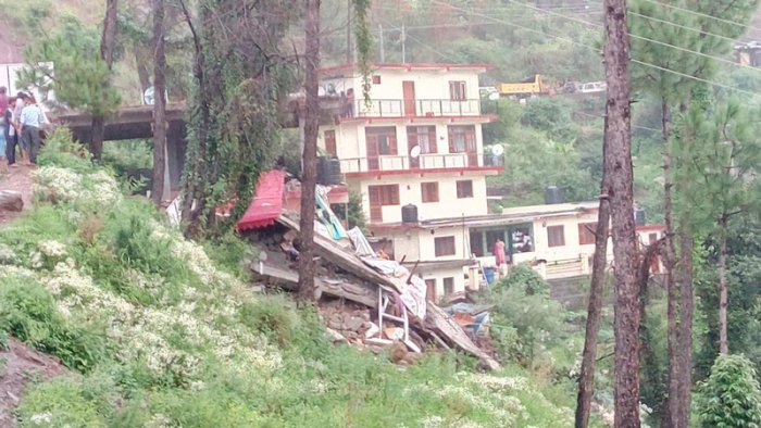The building, which housed a restaurant, located on the Nahan-Kumarhatti road, collapsed amidst heavy rains in the area. (Image tweeted by @DDNewsShimla)