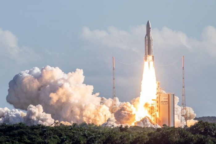The Ariane 5 rocket, with four Galileo satellites onboard, takes off from the launchpad in the European Space Centre (Europe spaceport) on July 25, 2018 in Kourou, French Guiana. (AFP PHOTO)