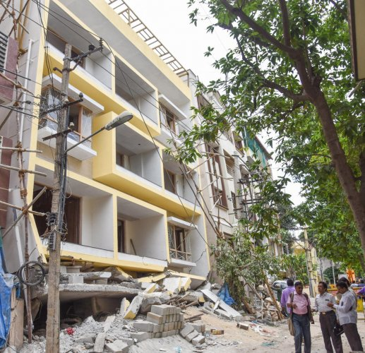 An under-construction building and a residential complex collapsed on Hutchins Road, Cooke Town, near Banaswadi in Bengaluru on July 10, killing five people. DH PHOTO