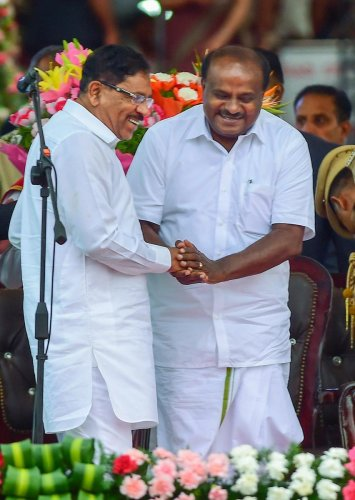 RPT with add info::: Bengaluru: Newly sworn-in Karnataka Chief Minister and JD(S) leader H D Kumaraswamy greets Deputy Chief Minister Dr G Parameshwara after the oath-taking during the swearing-in ceremony of JD(S)-Congress coalition government, in Bengal