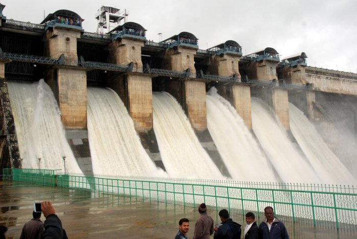 The government is planning to build a 95-km-long express canal to Magadi and supply Hemavathi water to the taluk.(DH File Photo)