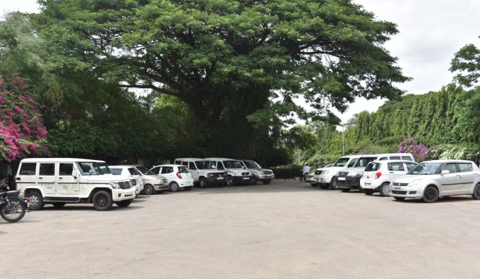 Officials and staffs parking at Lalbagh in Bengaluru on Wednesday. DH photo