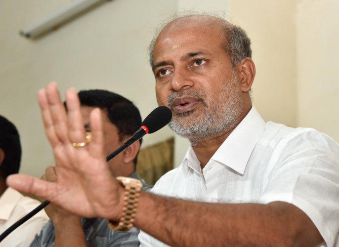 Tourism Minister Sa Ra Mahesh. (DH File Photo)