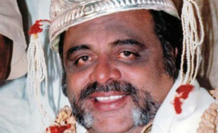 It was common for the Sandalwood to approach Ambareesh in its distress times regardless of the problem. An undisputed captain of the industry, Ambareesh stood by all and resolved the crisis.