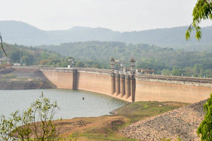 The water in Harangi reservoir, Kodagu has reached the dead-storage level. DH Photo/ B H Shivakumar