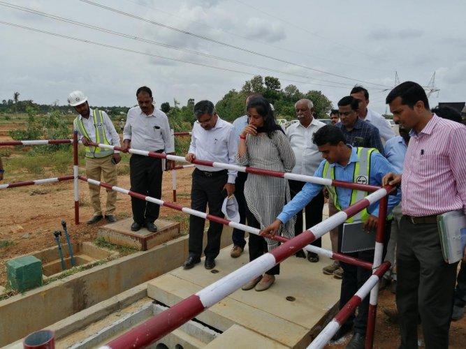 BDA Commissioner Manjula N (centre) during a visit to KG Layout on Wednesday. DH PHOTO/SANDESH MS