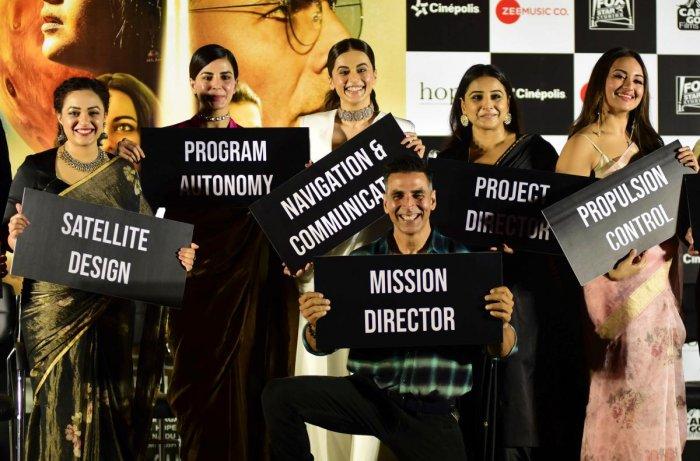 Indian Bollywood actors Nithya Menen (1L), Taapsee Pannu (2L), Kirti Kulhari (3L), Vidya Balan (2R), Sonakshi Sinha (R) and Akshay Kumar (3R) attend the trailer launch of the upcoming Hindi drama film 'Mission Mangal' in Mumbai on July 18, 2019. (AFP)
