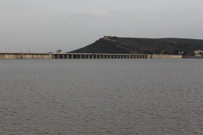 The backwaters of Almatti reservoir in Bagalkot district. The reservoir is just one metre short of reaching its full reservoir level. DH PHOTOS