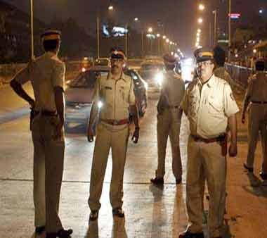 Maharashtra cop thrashed by MLAs faces probe