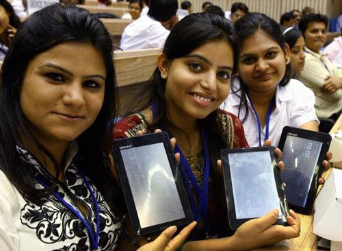 Punjab Govt to distribute Tablets to 1.5 lakh students
