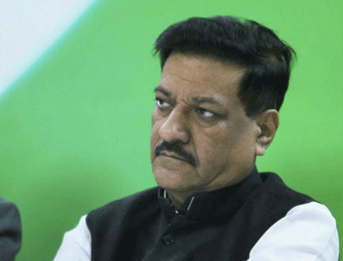 Maharashtra CM to meet Modi over border row with Karnataka