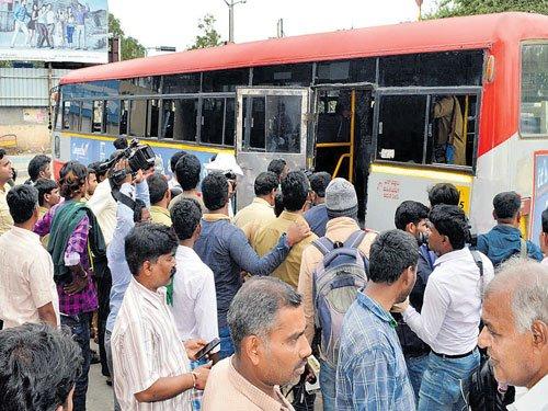 Maharashtra, Telangana buses come to the aid in Bidar