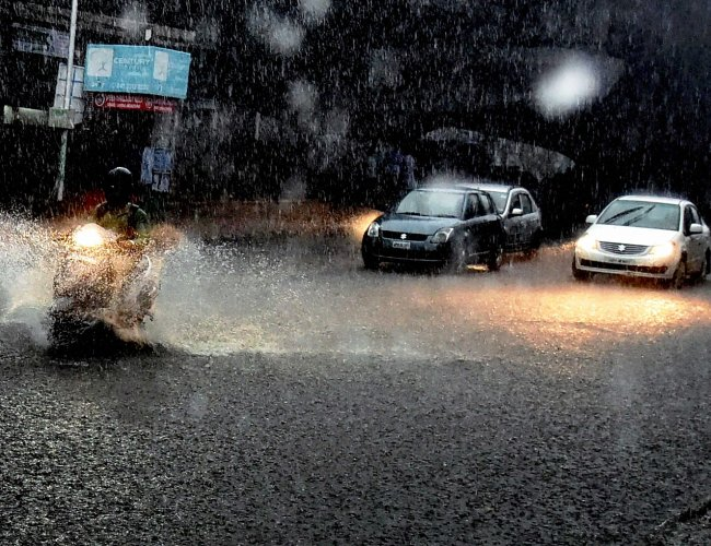 16 die in first bout of rains in Maharashtra