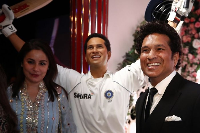 Sachin Tendulkar and wife, Anjali pose with the bust of a younger version of the Little Master. Image Credits: ICC's official Twitter feed