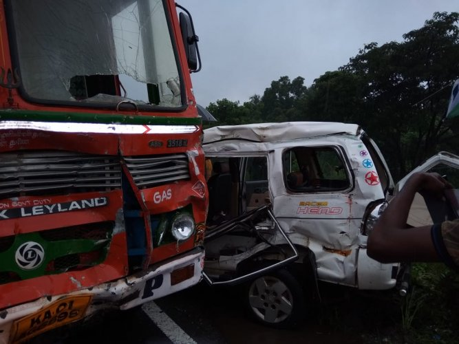 Car was bound to Mangaluru from Dharmasthala and Tanker was travelling from Mangaluru. DH photo