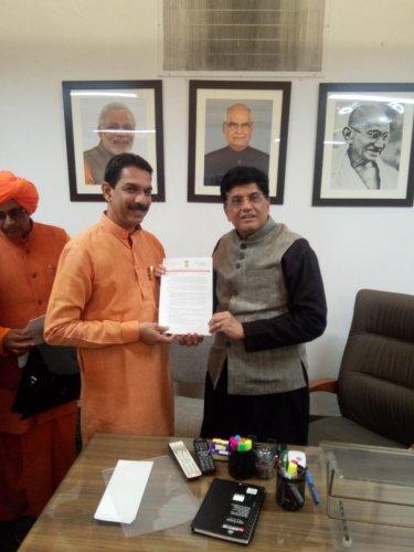 Dakshina Kannada MP Nalin Kumar Kateel submits a memorandum to Minister of Railways Piyush Goyal in New Delhi.