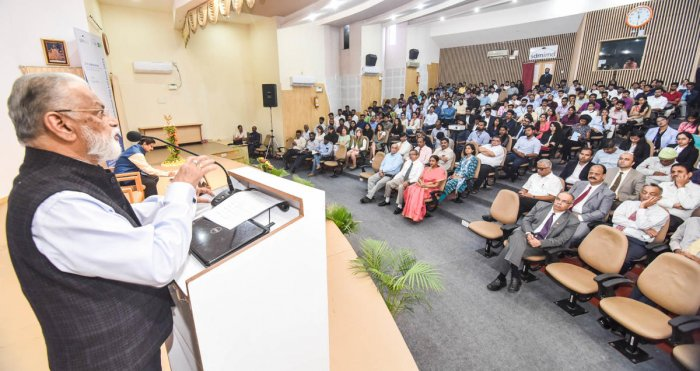 Former chairman of Space Commission and Indian Space Research Organisation (Isro) K Radhakrishnan on Friday, delivers the Foundation Day Lecture of Shri Dharmasthala Manjunatheshwara Institute for Management Development (SDM IMD), in Mysuru on Friday. dh
