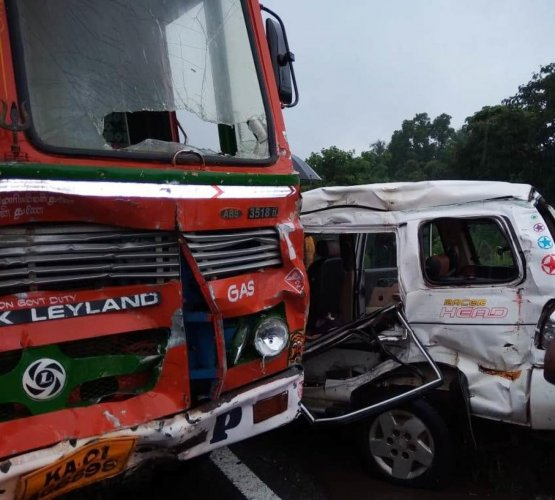 The SUV and the LPG tanker that were involved in an accident near Brahmarakootlu toll gate on NH 75, Dakshina Kannada, on Friday. DH PHOTO