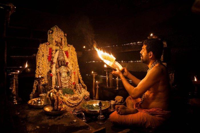 A file photo of Shiroor Mutt seer Lakshmivara Theertha Swami performing aarti to Lord Krishna in Udupi.