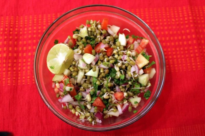 Green gram sprouts salad. Picture credit: commons.wikimedia.org/ Ravi Talwar