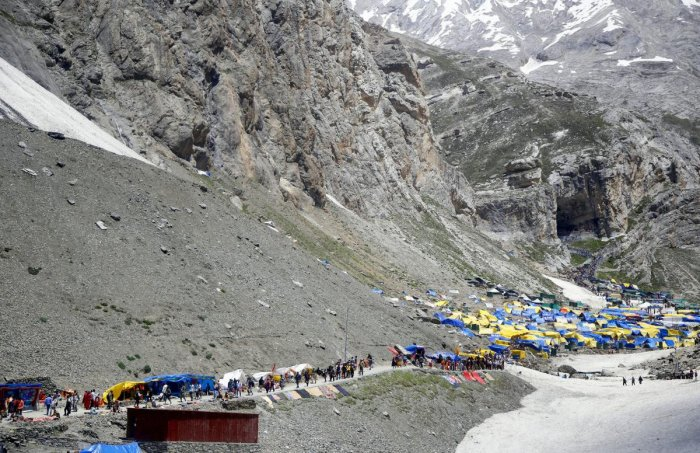 Anantnag: Hindu devotees on their way to the holy cave shrine of Amarnath, at Pahalgam in Anantnag district of Jammu and Kashmir, Wednesday, July 17, 2019. (PTI Photo)(PTI7_19_2019_000039B)