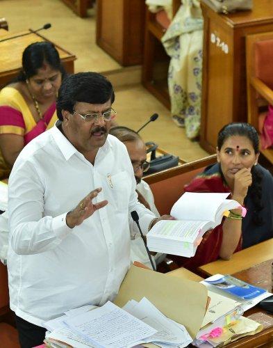 Padmanabha Reddy speaks during the BBMP council meeting. Photo/Ranju P