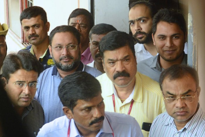 IMA founder Mohammed Mansoor Khan being brought to a city court on Saturday. DH Photo