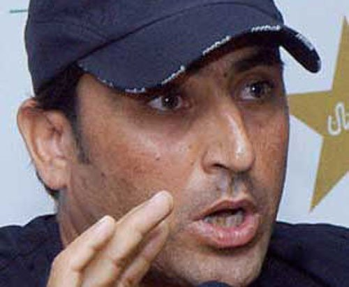 Younis, Misbah steady Pakistan