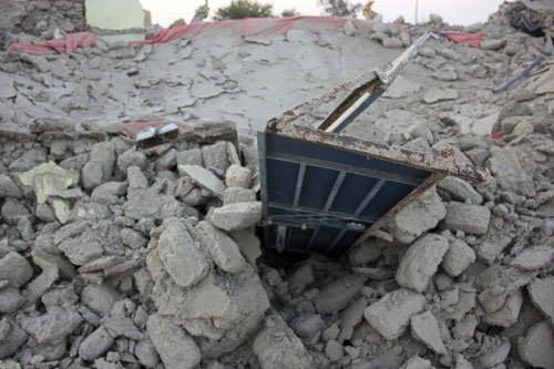 Toll in devastating Pakistan quake touches 350