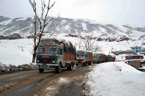 Cross-LoC trade resumes in Jammu, freeze continues in Kashmir