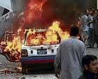 Bomber kills 30 in Pakistan