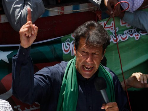 Pakistan's Tahirul Qadri ends alliance with Imran Khan's party