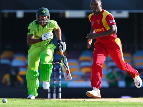 Pakistan restricted to 235/7 by Zimbabwe