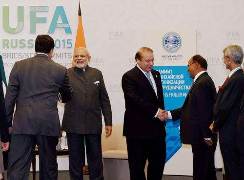 Modi accepts Sharif's invitation to visit Pakistan for Saarc summit in 2016