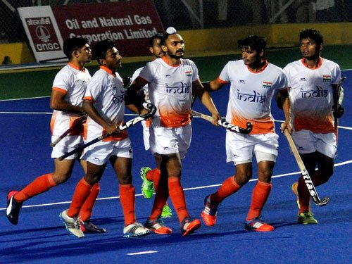 India lose to Pakistan 0-1 in hockey final