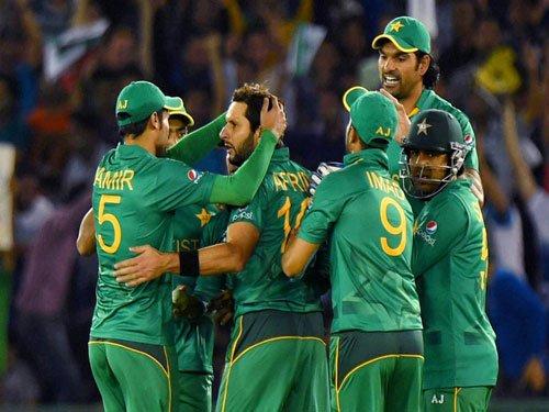 Australia, Pakistan face-off in must-win game