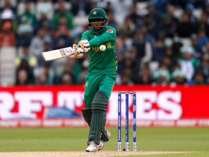 Rain halts Pakistan chase in crucial Group B fixture
