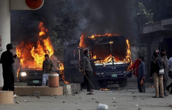 5 killed in suicide bombing on security forces in Pakistan