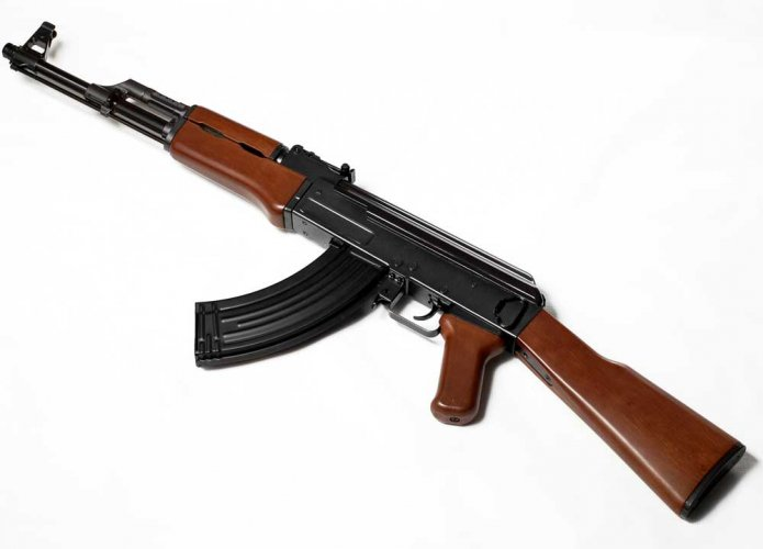 Cop decamps with AK-47 in Jammu and Kashmir