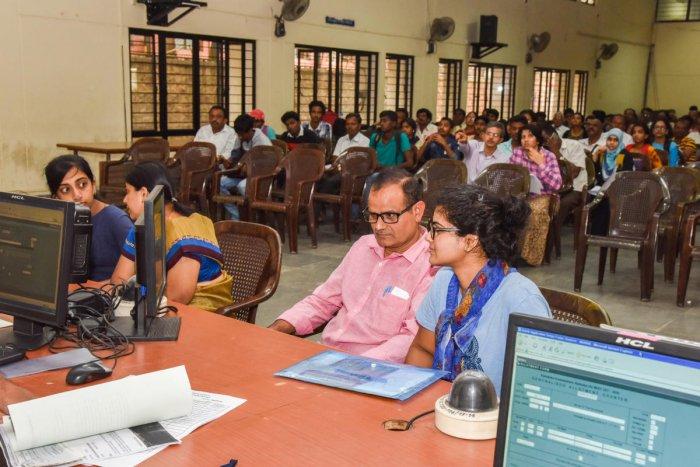 Students, Parents are seen at Medical Seat allotment after CET exams, Mop up round at Karnataka Examination Authority (KEA), Malleshwaram, Bengaluru on Friday. (DH Photo by S K Dinesh)