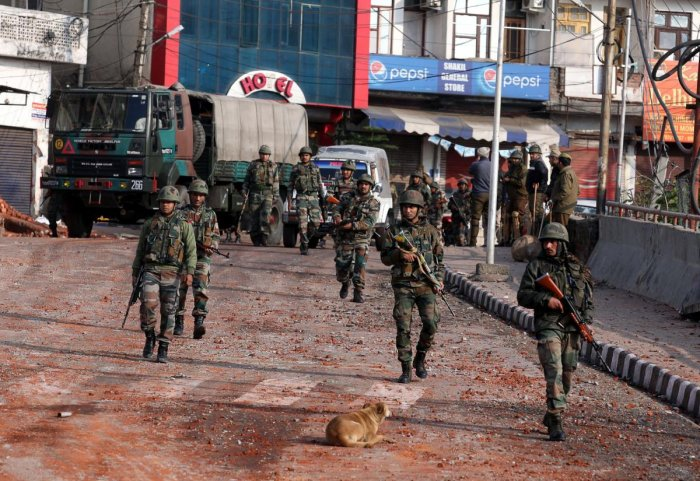 Indian army soldiers patrol during a curfew in Jammu on February 16, 2019, following a deadly attack on paramilitary troops near Srinagar in Jammu and Kashmir state. - India and Pakistan's troubled ties risked taking a dangerous new turn on February 15 as